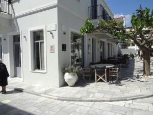 Korthi central appartment by the seaside. Andros Greece
