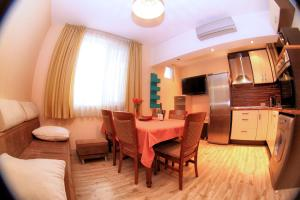 Charming 2BD apartment, 5 min from train station and marina