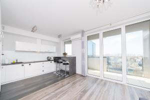 Panoramic View Apartment with private garage