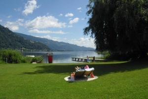 Seecamping & Pension Mentl - Hotel - Landskron