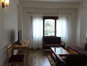 Deluxe Double Room with Balcony Choni Apartment