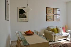 Bright new apartment for 5 close to Isola district - AbcAlberghi.com
