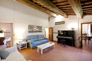 Huge Country House in San Gimignano - AbcAlberghi.com