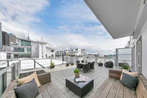 Waterfront Studio Apartment on Princes Wharf