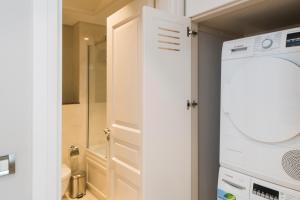 IST FLATS Serviced Apartments-EMAAR SQ