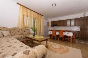 Apartment Ljube, Apartments  Trogir - big - 2