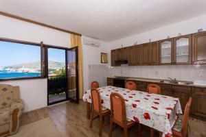 Apartment Ljube, Apartments  Trogir - big - 3