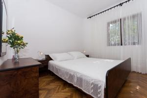 Apartment Ljube, Apartments  Trogir - big - 4