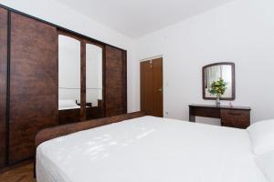 Apartment Ljube, Apartments  Trogir - big - 6