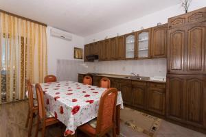 Apartment Ljube, Apartments  Trogir - big - 7