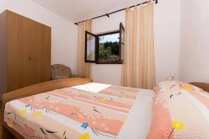 Apartment Ljube, Apartments  Trogir - big - 8