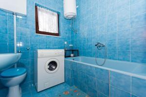 Apartment Ljube, Apartments  Trogir - big - 9