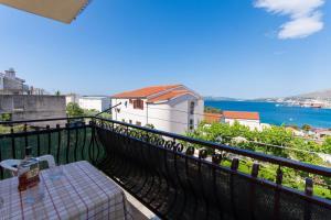 Apartment Ljube, Apartments  Trogir - big - 11