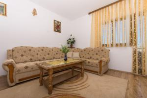 Apartment Ljube, Apartments  Trogir - big - 13