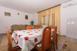 Apartment Ljube, Apartments  Trogir - big - 16