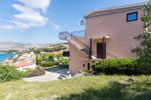 Apartment Ljube, Apartments  Trogir - big - 22
