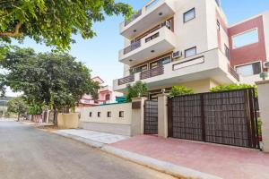 Room in a BnB in Gurgaon, by GuestHouser 8267, Holiday homes - Gurgaon