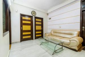 Room in a BnB in Gurgaon, by GuestHouser 8267, Holiday homes  Gurgaon - big - 15