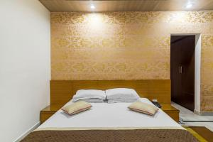 Room in a BnB in Gurgaon, by GuestHouser 8267, Holiday homes  Gurgaon - big - 17