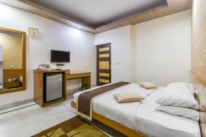 Room in a BnB in Gurgaon, by GuestHouser 8267, Holiday homes  Gurgaon - big - 18