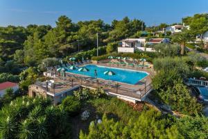 Holiday resort Villagio Passo dell'Arciprete Viest - AbcAlberghi.com