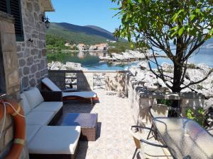 Holiday Home Brinic, Holiday homes  Tivat - big - 2