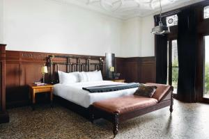 Chicago Athletic Association Hotel (3 of 72)