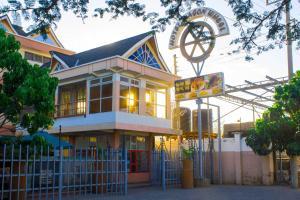 Hotel Wagon Wheel