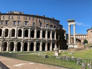Colosseum Apartments
