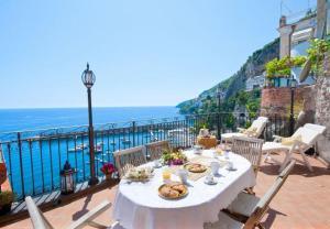 Amalfi Villa Sleeps 6 Air Con WiFi - AbcAlberghi.com