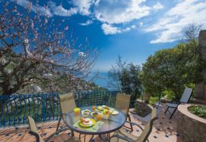 Amalfi Villa Sleeps 2 WiFi - AbcAlberghi.com