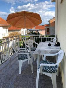 Apartments with a parking space Rastici, Ciovo - 17276, Appartamenti  Trogir (Traù) - big - 6