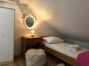 Apartments with a parking space Rastici, Ciovo - 17276, Appartamenti  Trogir (Traù) - big - 9