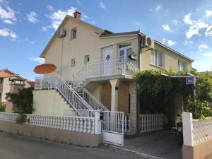 Apartments with a parking space Rastici, Ciovo - 17276, Appartamenti - Trogir (Traù)