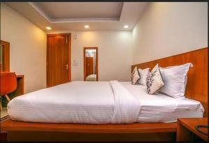 Grand Oyster Service Apartments, Апарт-отели  Гургаон - big - 15