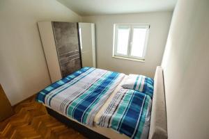 Apartments Roda Starigrad Paklenica - CDN05025-DYB