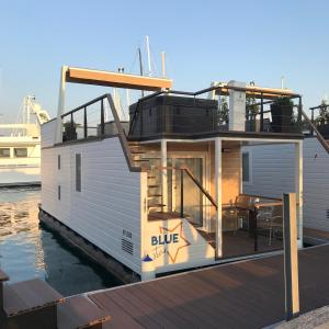 Floating House Blue Star