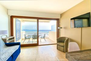 PALM BEACH, enchanting sea view and beach access, Apartmanok  Cannes - big - 7