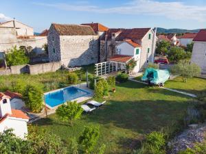House Bella Maria- pool and garden
