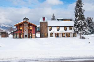 __{offers.Best_flights}__ Compass Rose Lodge