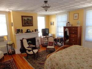 Historic Hill Inn, Bed & Breakfasts  Newport - big - 51
