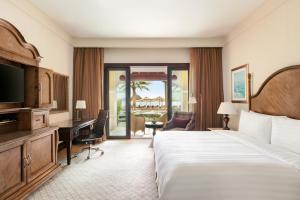 Shangri-La Hotel Qaryat Al Beri (22 of 66)