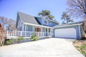 Crescenta Heights by Big Bear Cool Cabins