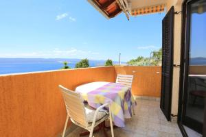 Apartments by the sea Marusici (Omis) - 1024, Apartmány  Mimice - big - 55