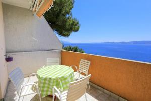 Apartments by the sea Marusici (Omis) - 1024, Apartmány  Mimice - big - 4
