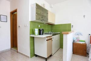 Apartments by the sea Marusici (Omis) - 1024, Apartmány  Mimice - big - 47