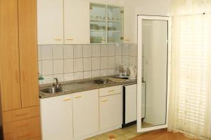Apartments and rooms with parking space Bol (Brac) - 2878