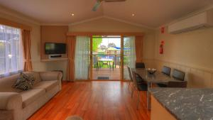 Two-Bedroom Poolside Villa - Sleeps 5 Great Aussie Holiday Park