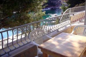 Apartments by the sea Basina (Hvar) - 4599