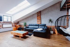 Modern Loft Apartment / Dietla 109